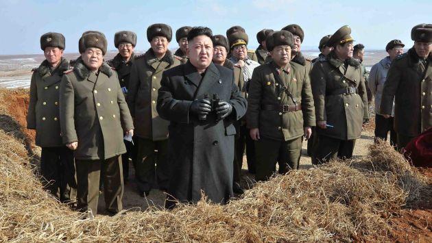 Por tercer día consecutivo, el líder norcoreano Kim Jong-un se muestra con las tropas. (Reuters)